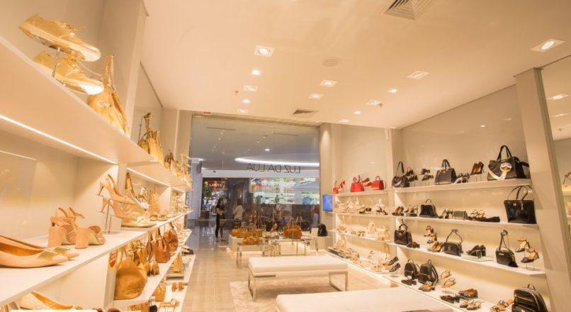 Dicas para iluminar as vitrines e o espaço interno das lojas