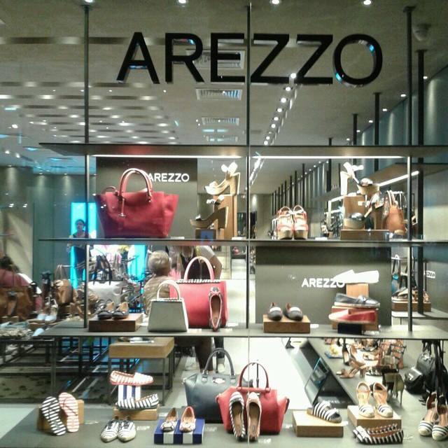 Vitrine de uma das lojas da Arezzo (Foto: Arezzo/Facebook)