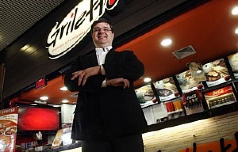 Empresário começou aos 13 anos com um carrinho de lanches. Hoje tem 74 lojas