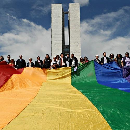 Bandeira_LGBT_no_Congresso_Nacional_500x500