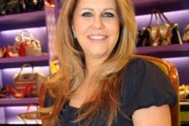 Ex-sacoleira de sapatos femininos cria mais de 20 lojas em 30 anos