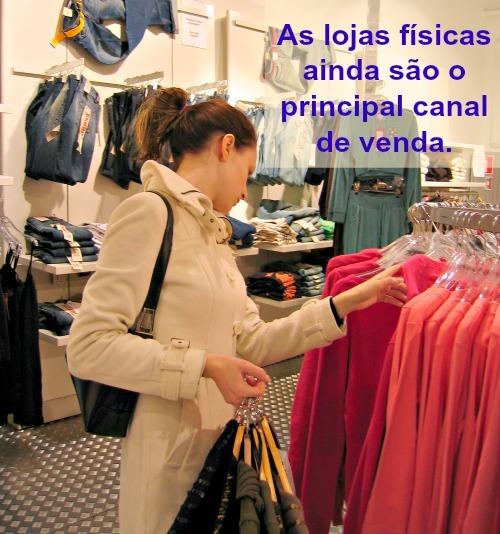 compradora_na_loja_face