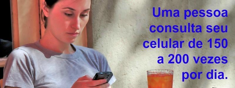 olhando_o_celular_interna