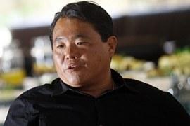 """""""É preciso gostar muito de gente"""", diz Robinson Shiba, fundador do delivery China in Box"""