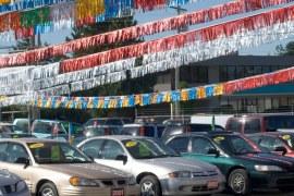 Carro comprado em leilão pode custar até 30% a menos, mas são precisos alguns cuidados