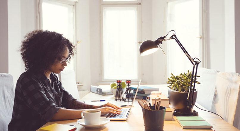 Como conciliar a rotina doméstica com o home office?
