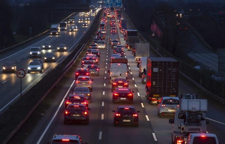 Procura por caminhões semi leves cresce, impulsionada pelo comércio eletrônico