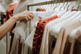 Com auxílio emergencial, varejo de vestuário apresenta aumento na receita