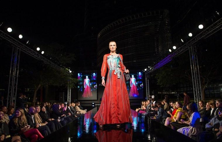 Como ganhar dinheiro como designer de moda?