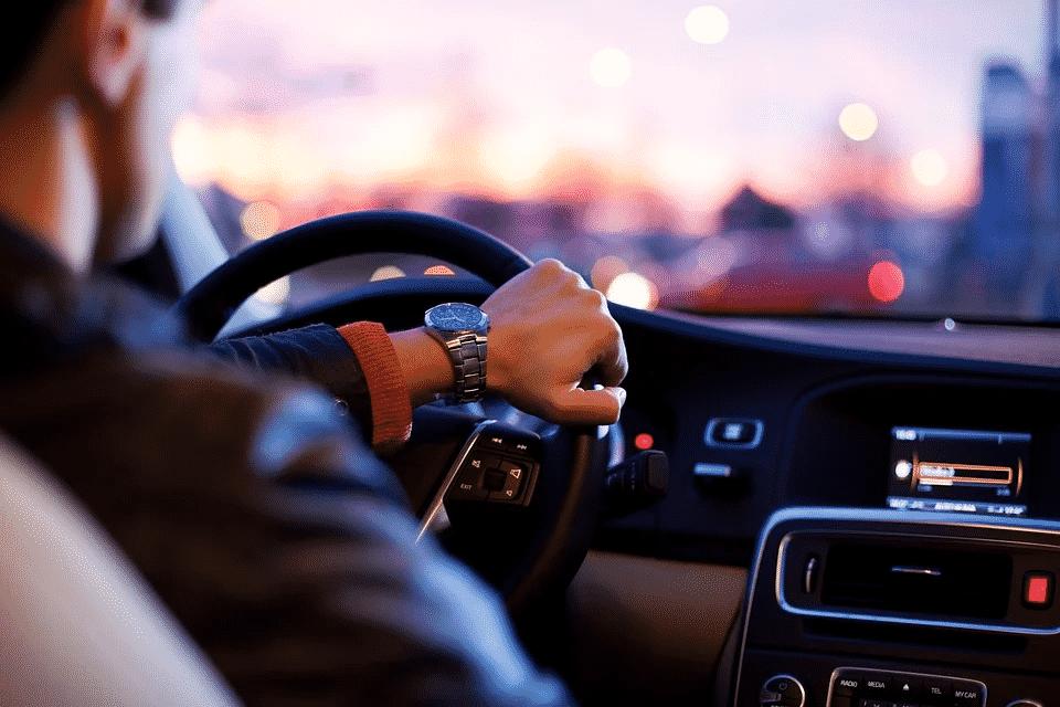 O que é preciso saber e ter para ser um motorista profissional