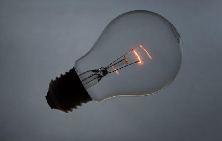 Pesquisa mostra que 80% dos brasileiros consideram a energia elétrica muito cara